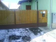 Zvárané brány a ploty s drevenou výplňou