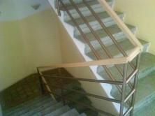 Zábradlie k betónovým schodiskám